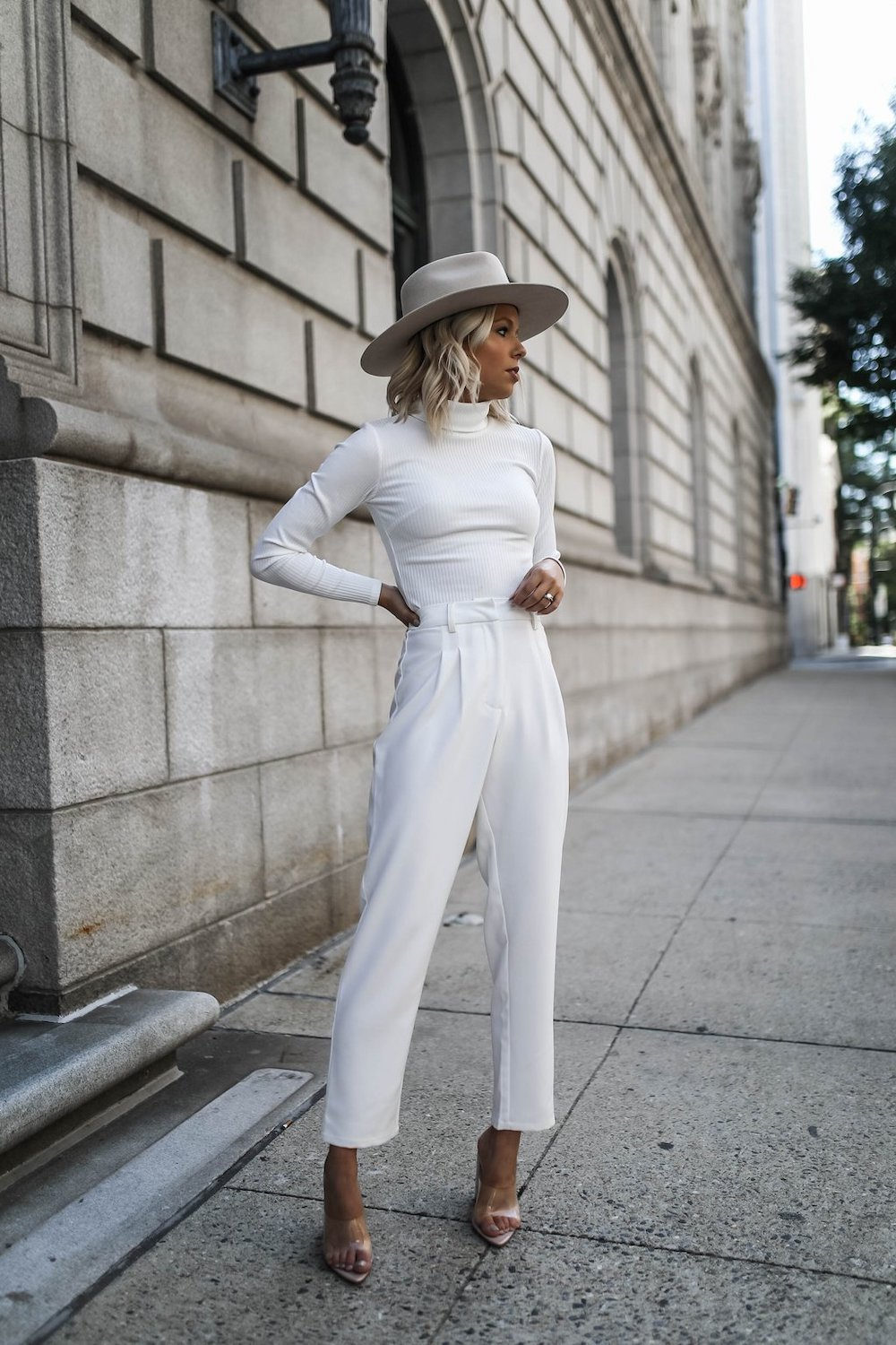 White women's clothing for those who remain at the peak of the latest fashion trends