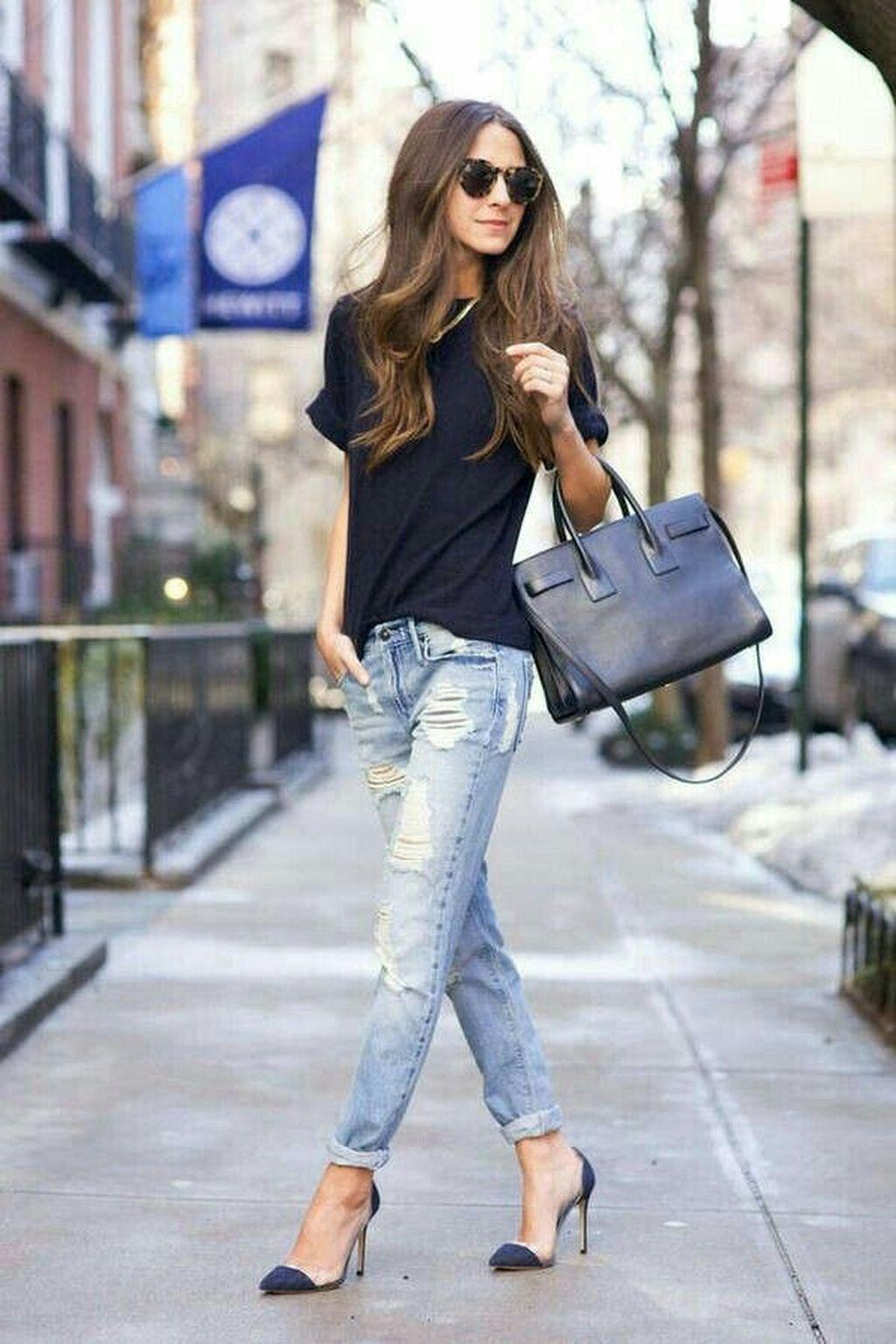 The comfortable summer trend is to wear all blue - a T-shirt, distressed jeans and pumps.