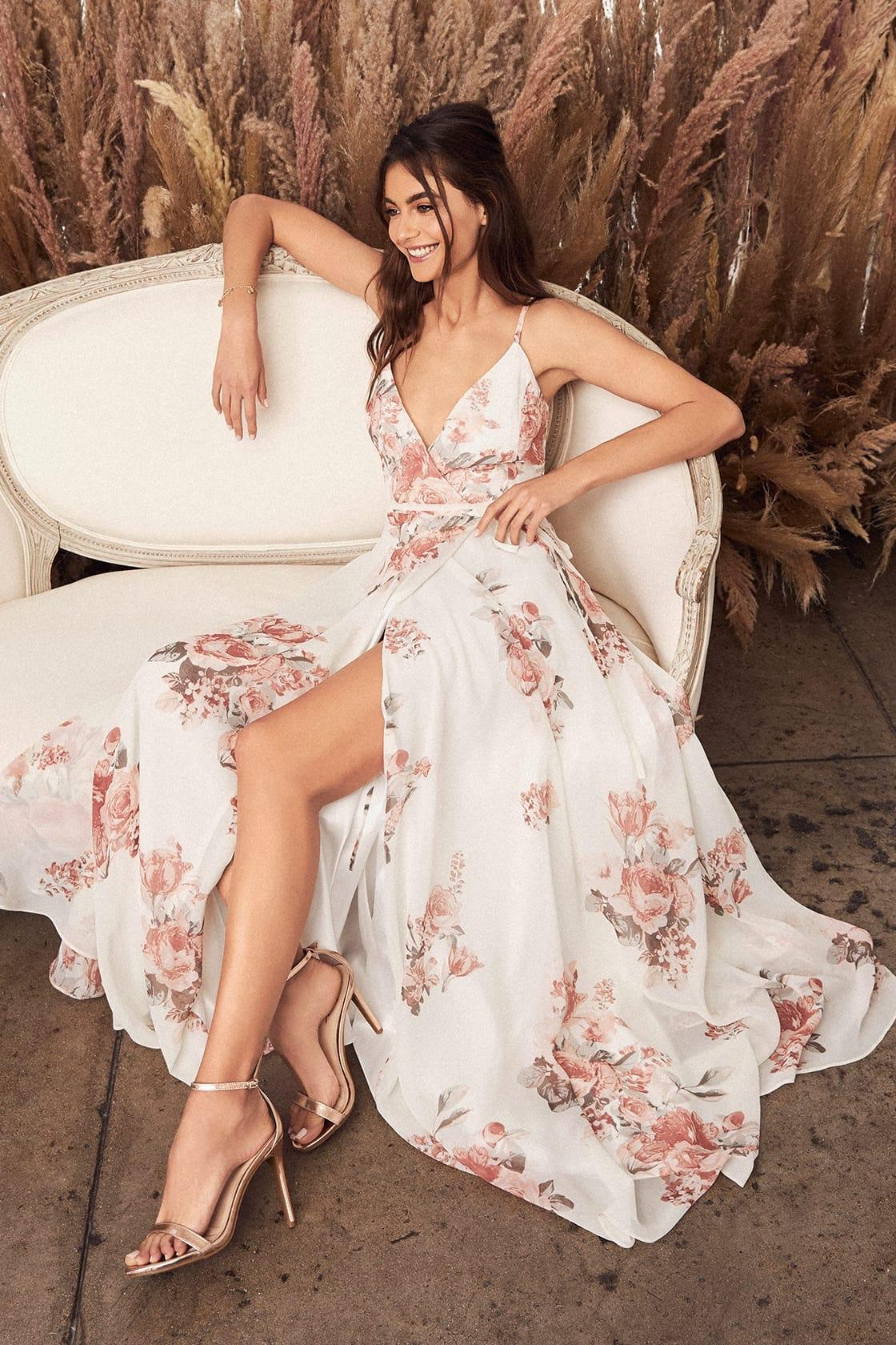 The best clothes for summer vacation. We recommend perfect dresses for every day and for a special occasion.