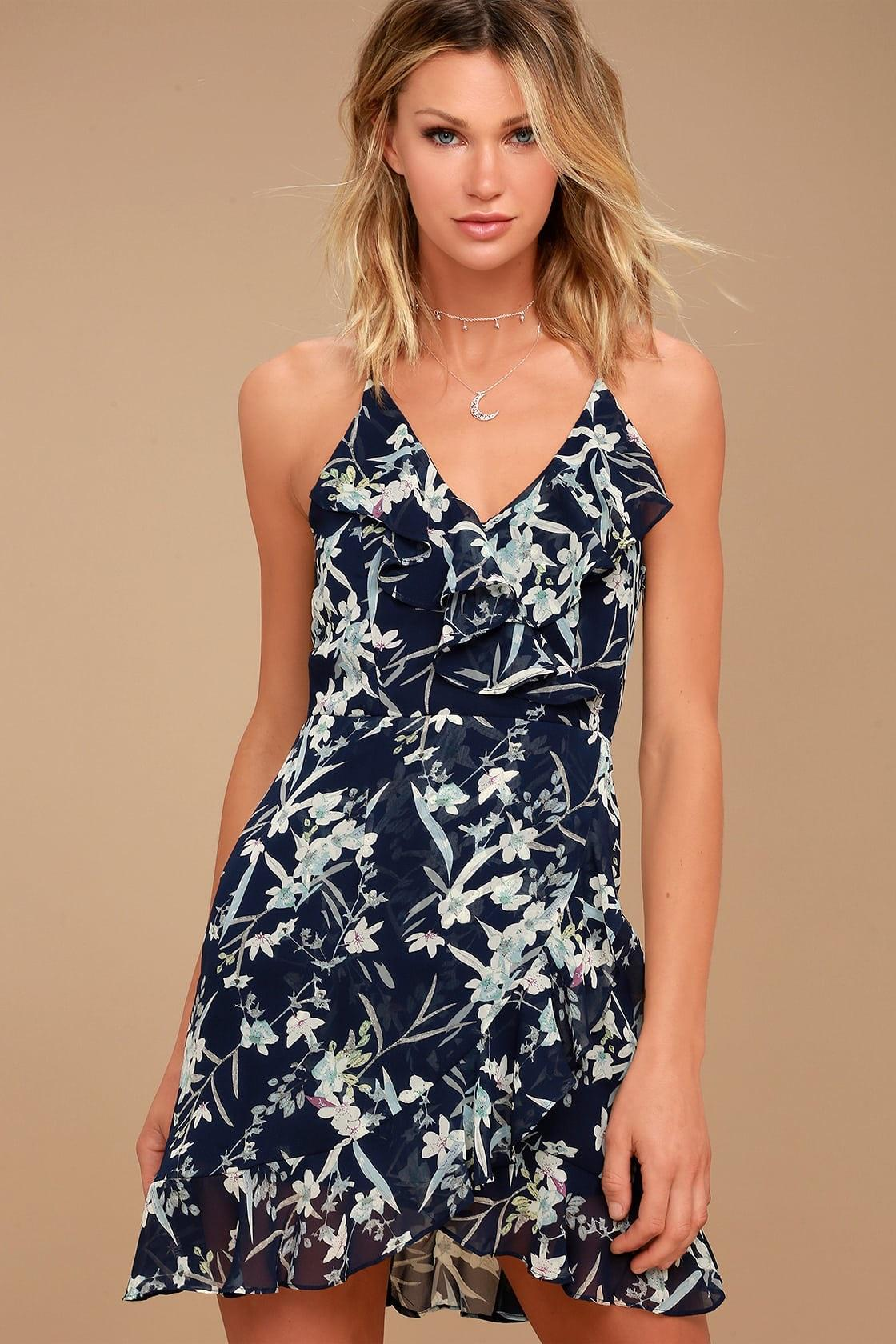 Choose a light and comfortable summer dress to shine on vacation in the summer season