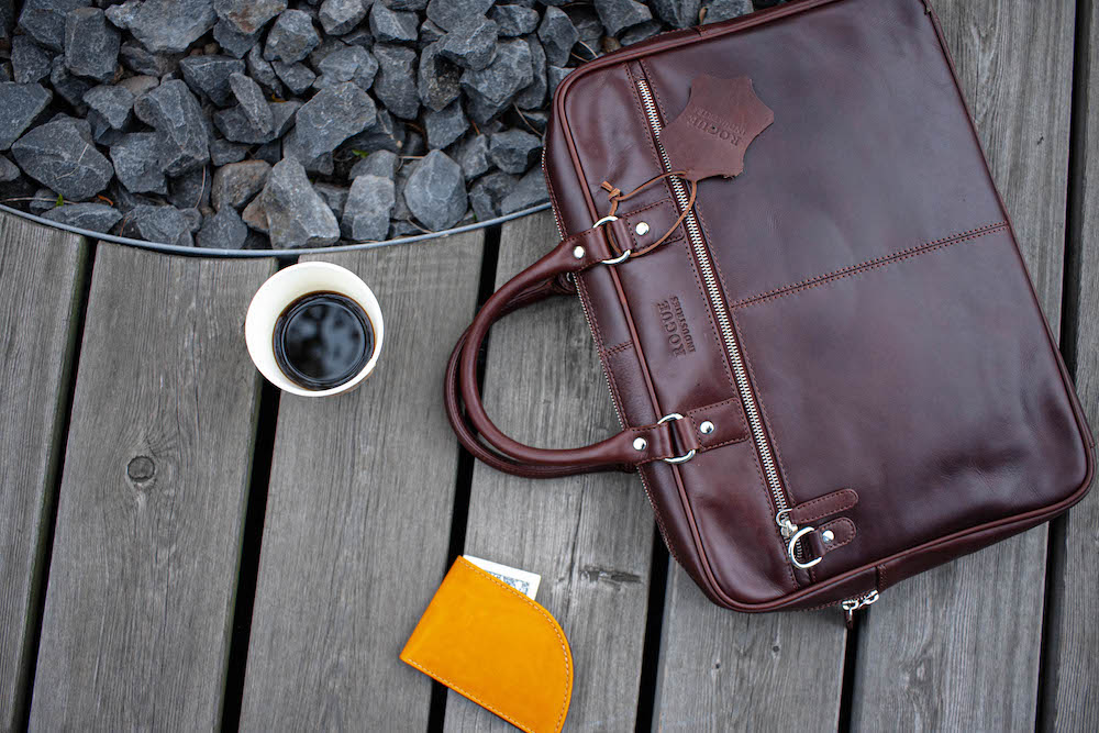 How to choose the right bag for a stylish men's look