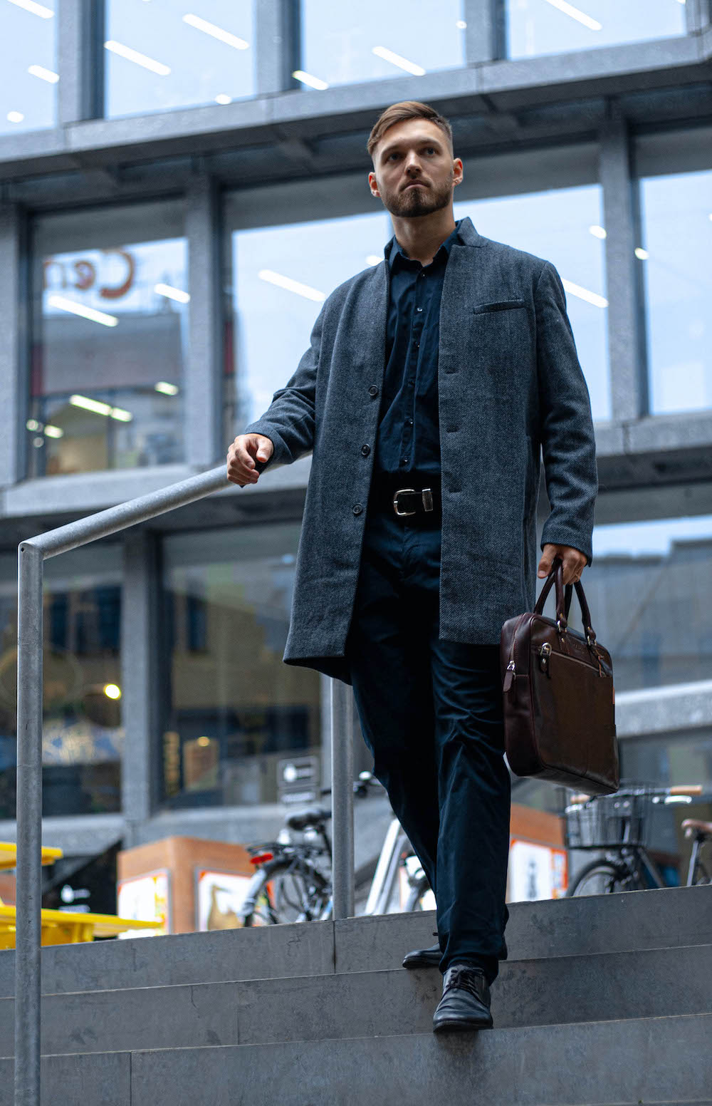 How to choose the right stylish men's bag for every outfit