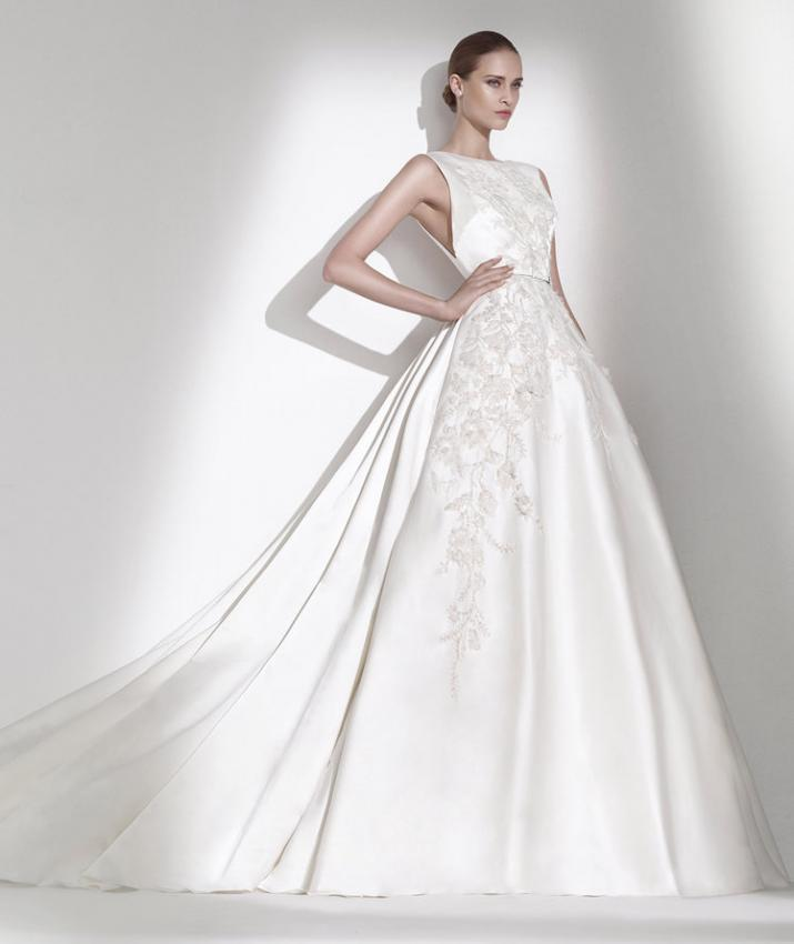 "Elegant crystal white creations of Lebanese designer will mislead modern ""Cinderella"" who want to feel like a princess as she pronounced the words ""yes"". Lace, georgette, tulle and silk in harmonious dance with traditional silhouettes, striking floral applications and glamorous crystal decorations. Undoubtedly the collection Elie by Elie Saab 2015 with ease you will find a special place in women's hearts.""All you have to do is dream"".Renowned as one of Australia's leading couture and bridal desi"