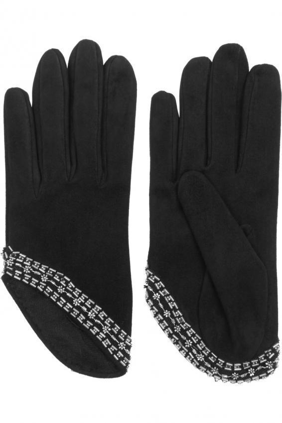 An indispensable accessory in cold weather. Gloves.