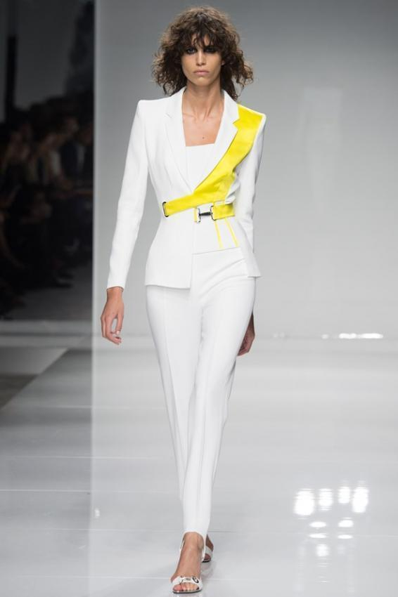 Atelier Versace predicts hot season. Couture Spring/Summer