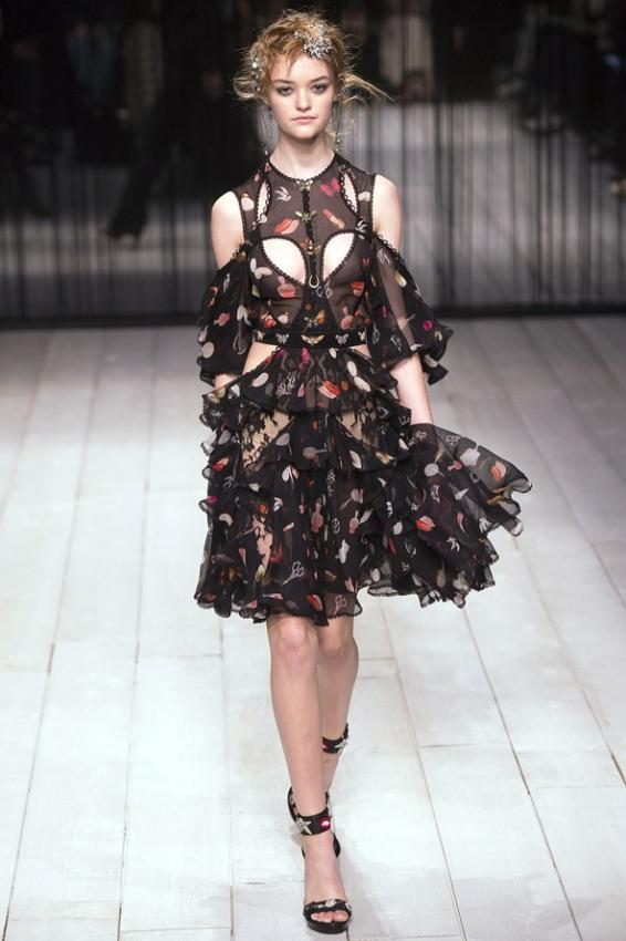 Highlight the beauty. Alexander McQueen London Fashion Week