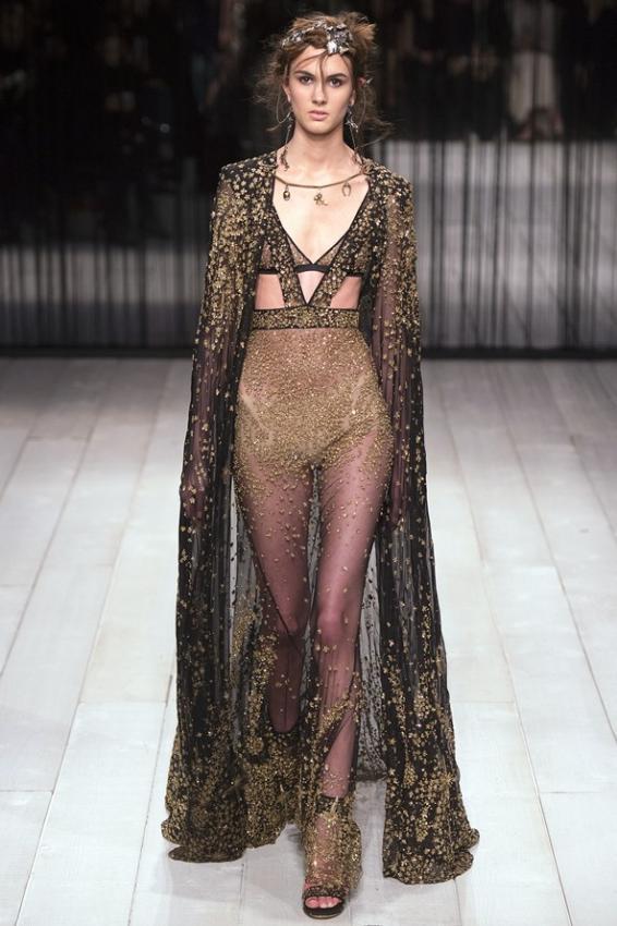 Alexander McQueen A/W 2016-17 London Fashion Week
