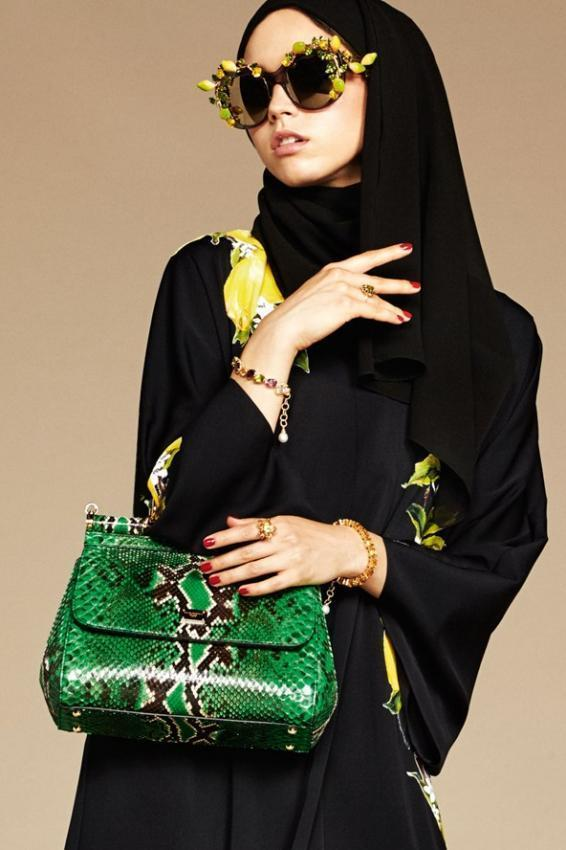 Decorating the spring with bright colors. Women's handbags.