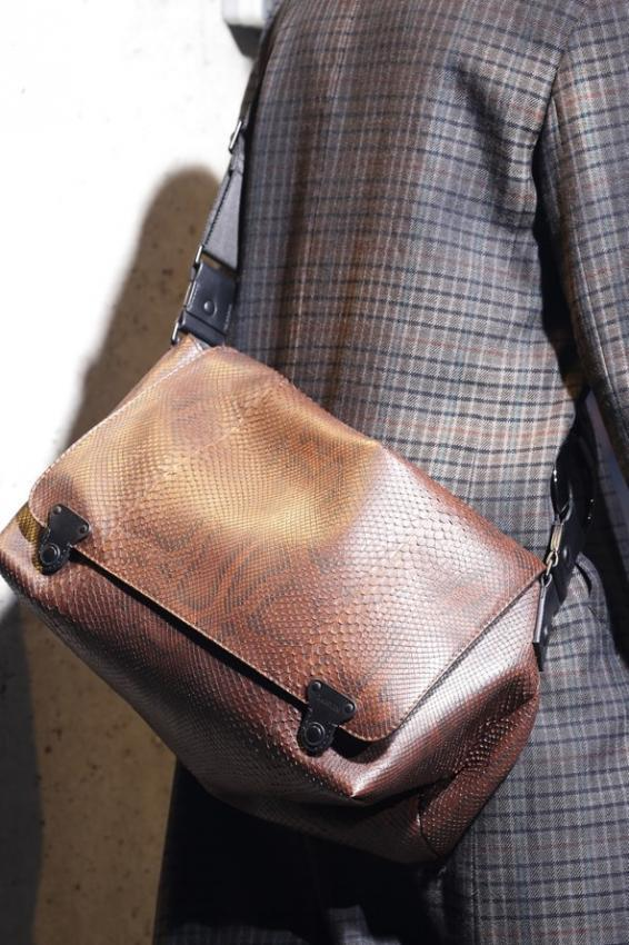 Should men wear handbags? Editorial for cold season.
