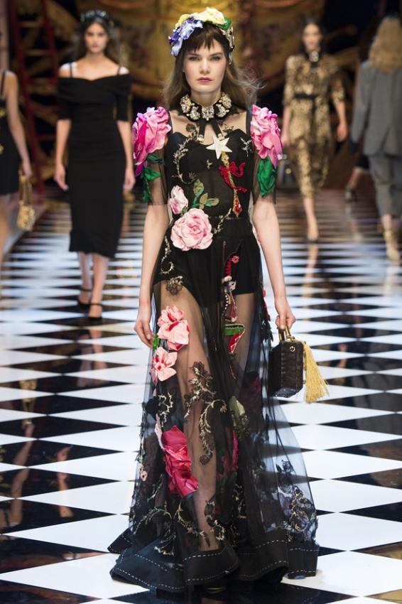 DOLCE & GABBANA  Fall/Winter 2016-17 Fashion Show Fabulous Fantasy