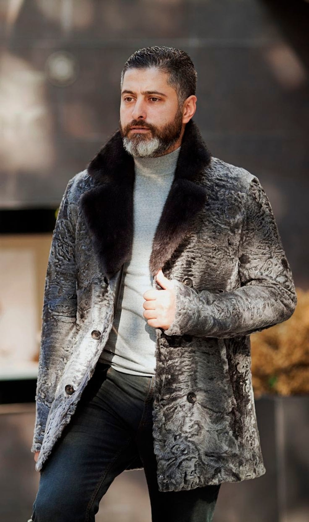 The perfect example of a dandy's fur coat look