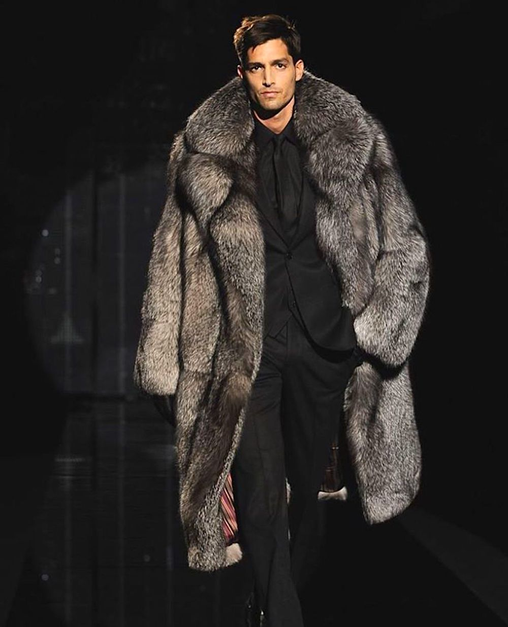 Tom Ford suggests combining a fur coat with a formal suit