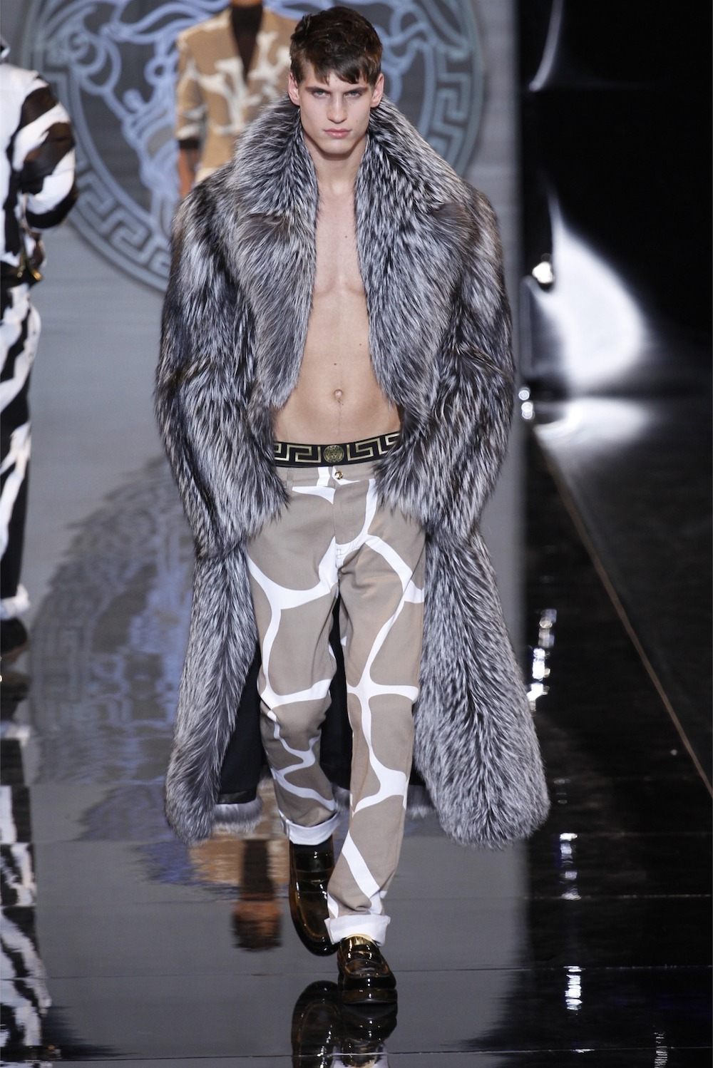 Versace does not stay away from men's fur coats