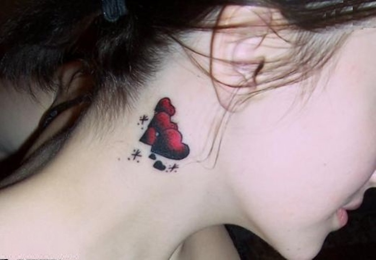 Interesting rd and black hearts tattoo on girl's neck