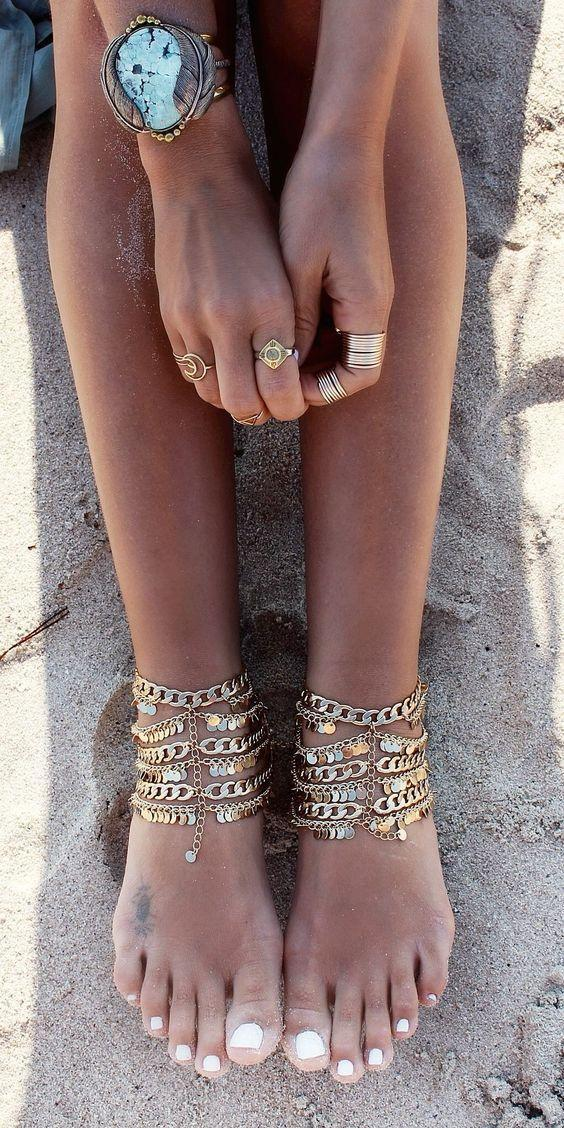 The best female accessories and jewelry for our beloved legs. Chains with stones and curls decorate any fashionista