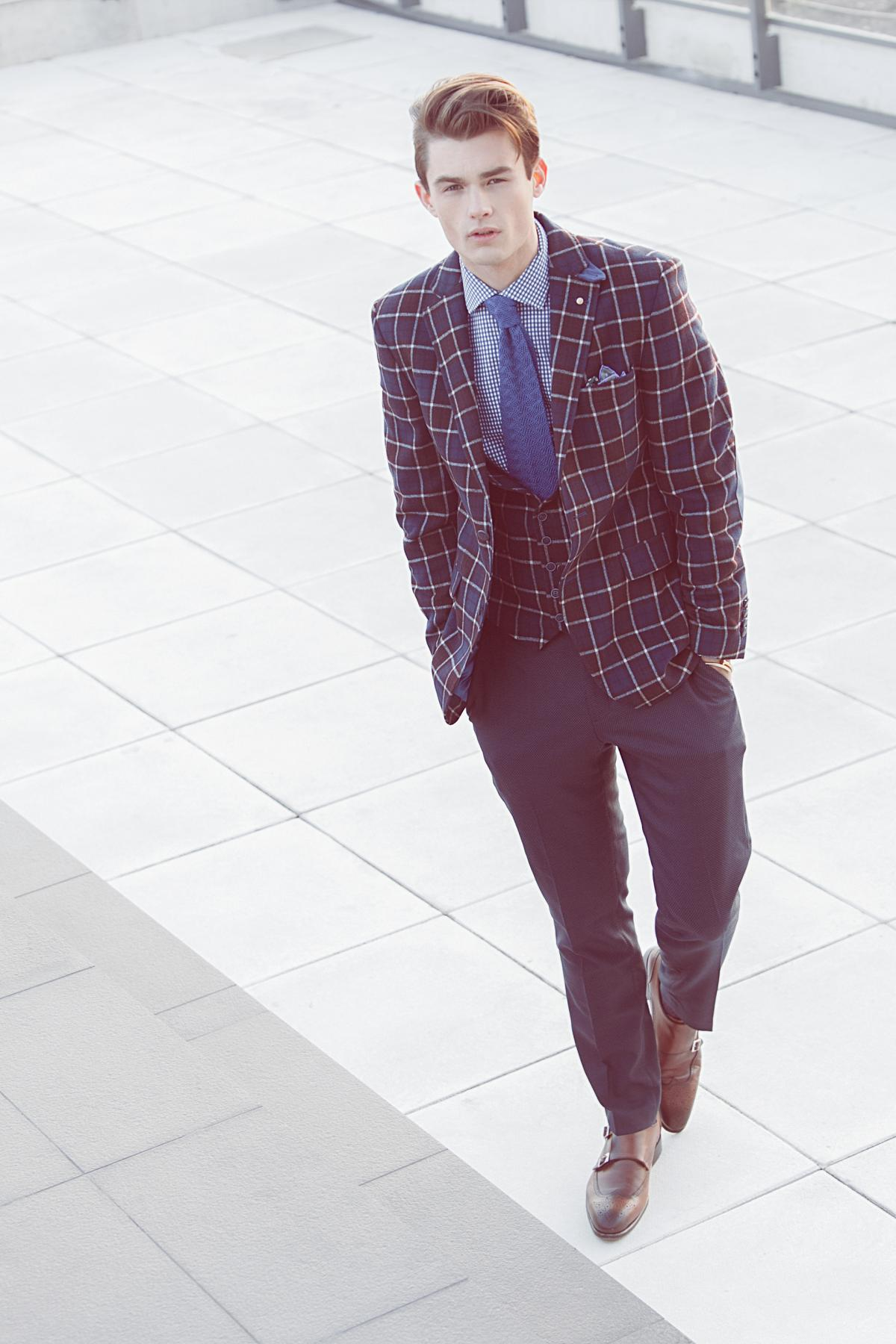 Win-win combination of dark squared jacket and classic plain pants