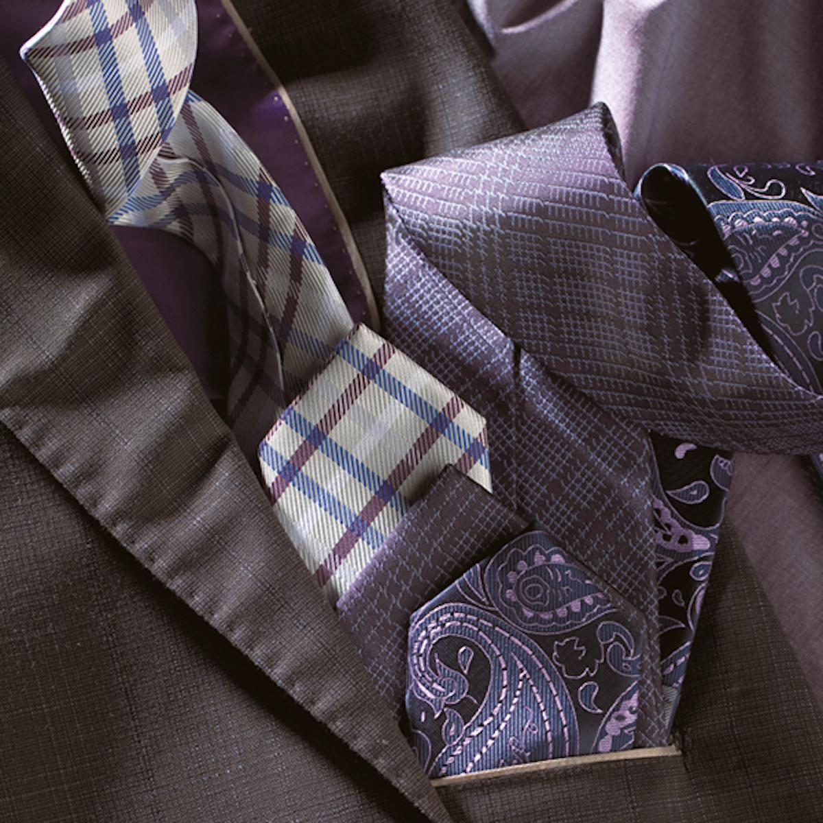 Win-win combination of grey blazer and squared or violet patterned tie