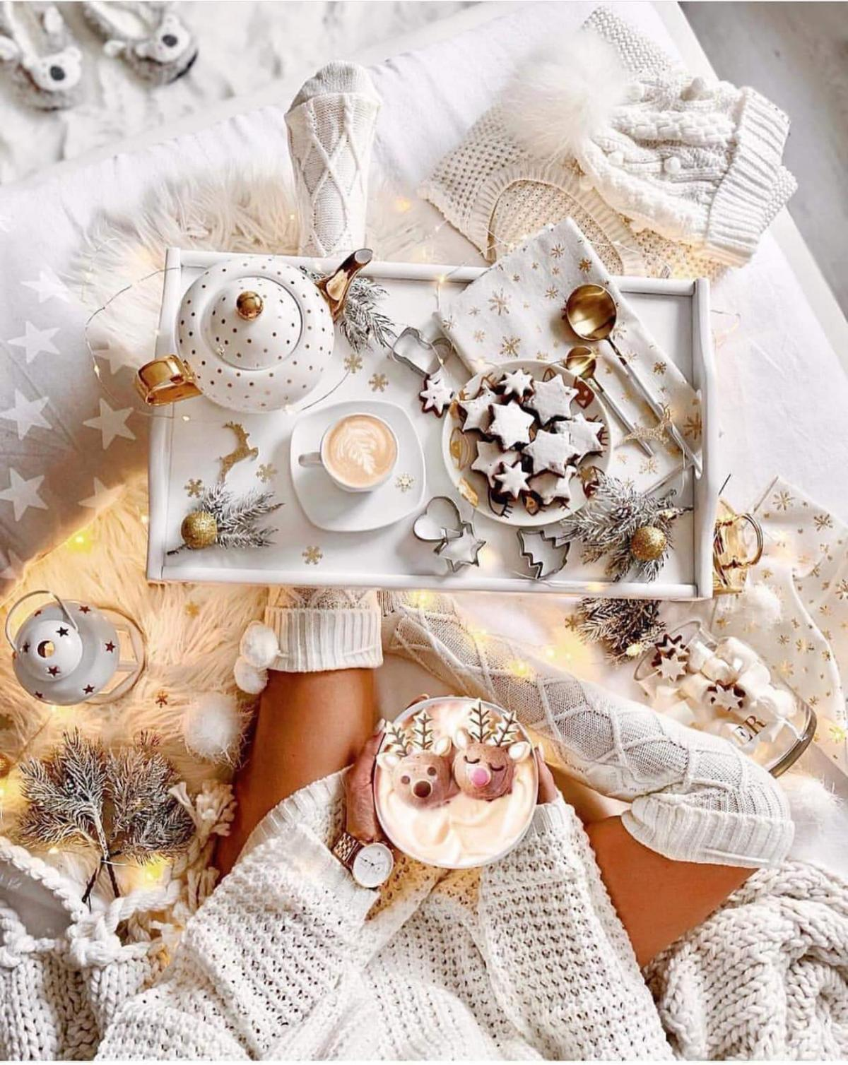Morning coffee and Christmas sweets will fill the whole day with a wonderful mood