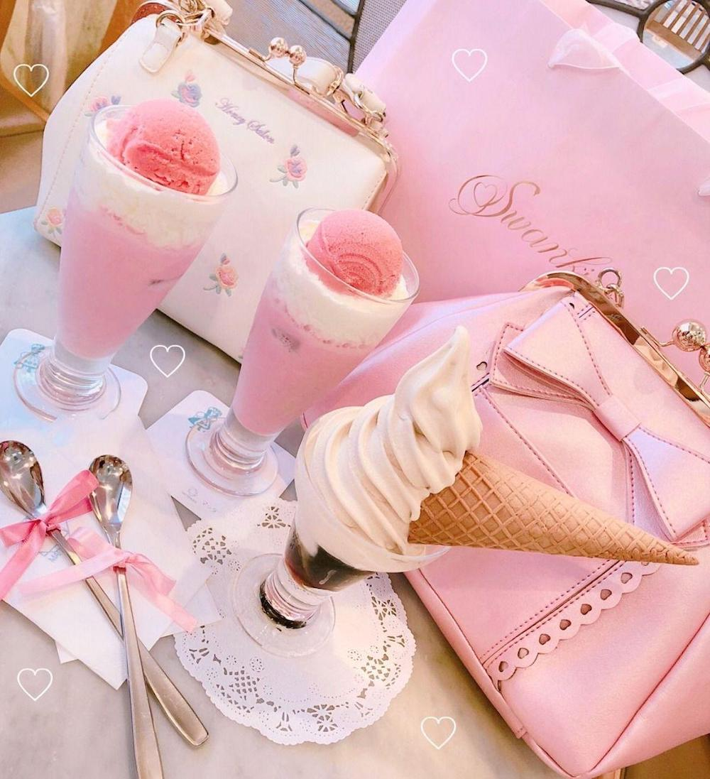 Cute pink handbag on Valentine's Day is definitely what she wants and don't forget about desserts