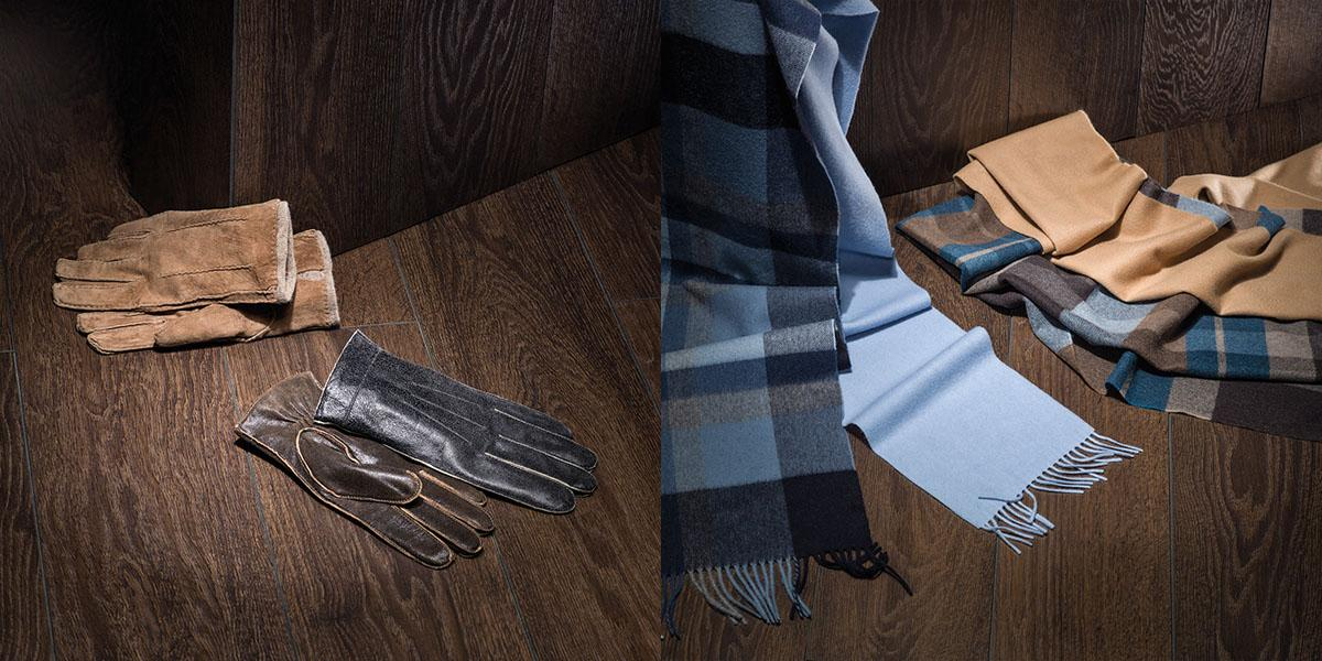 Perfect combination of plain coloured gloves and scarf with squared print