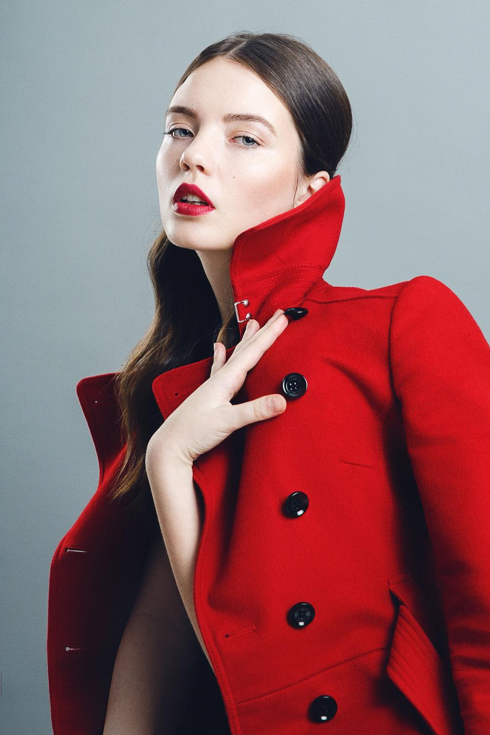Red coat is a great combination with red lipstick to create bold look for spring-summer season