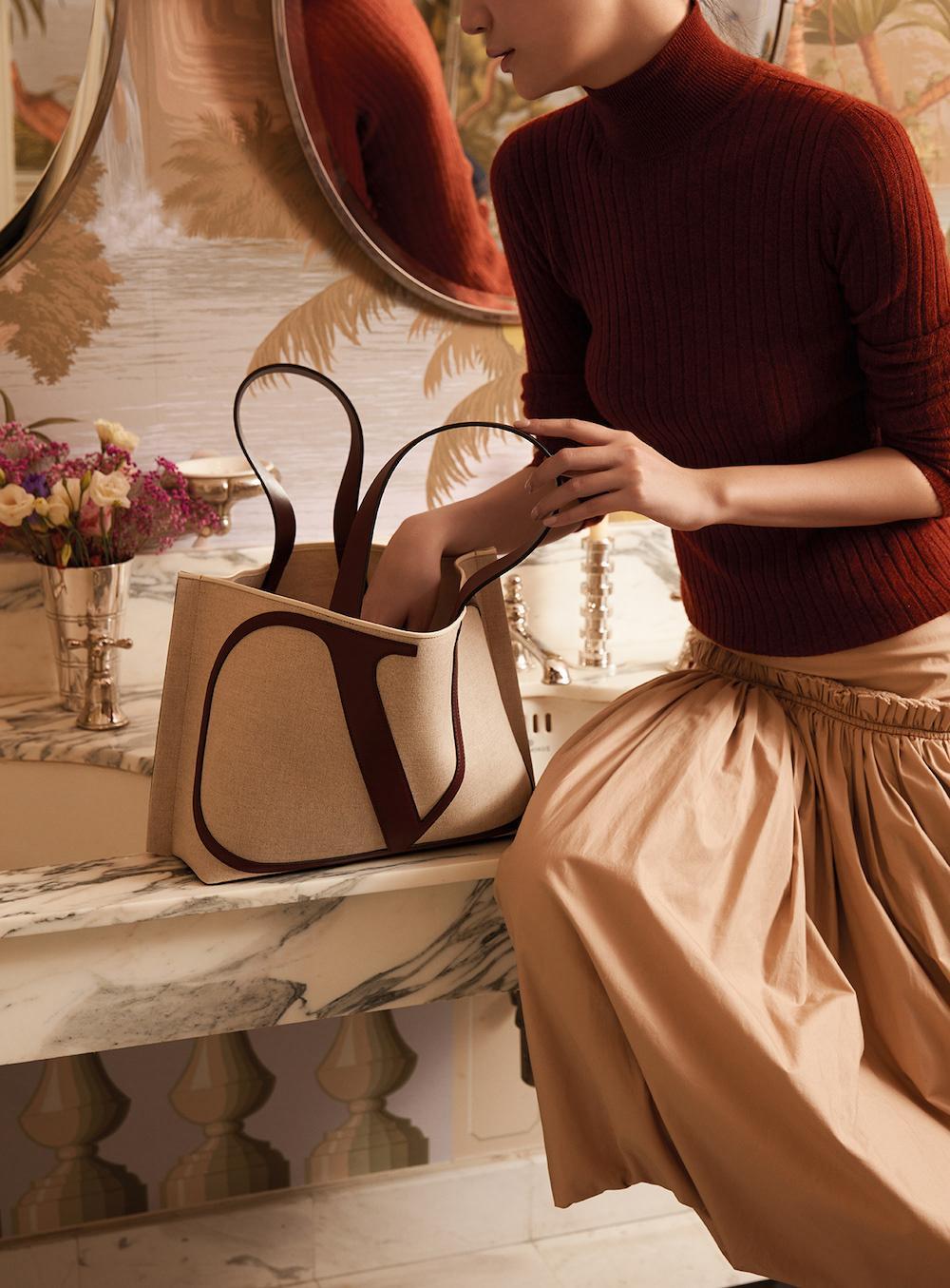 Stylish beige handbag for elegant style for spring-summer season