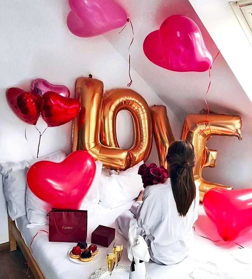 Surprise her with a bouquet of heart-shaped balloons