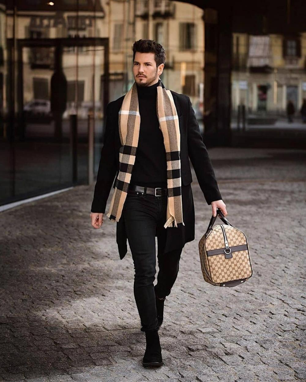 Classic scarf pattern is a great choice for any outfit