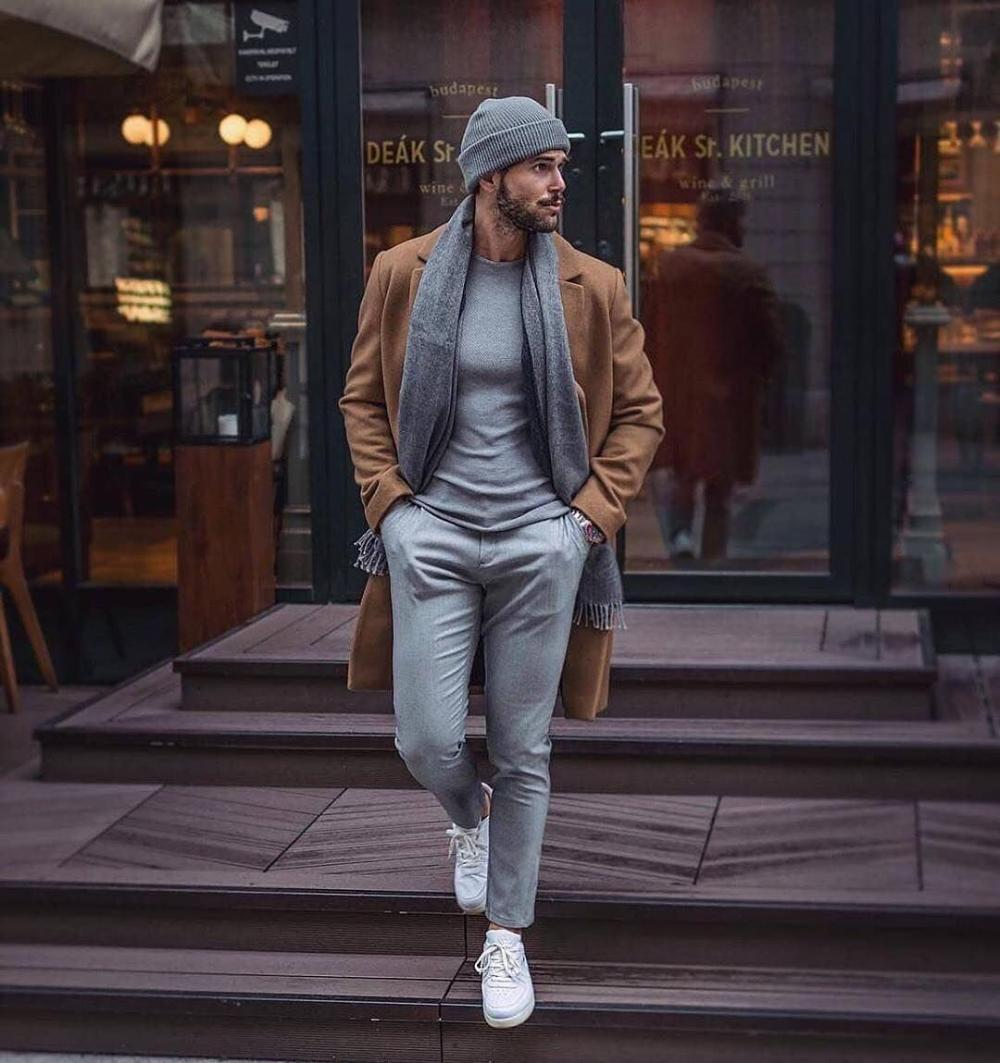 A drop of elegance even in casual streetwear
