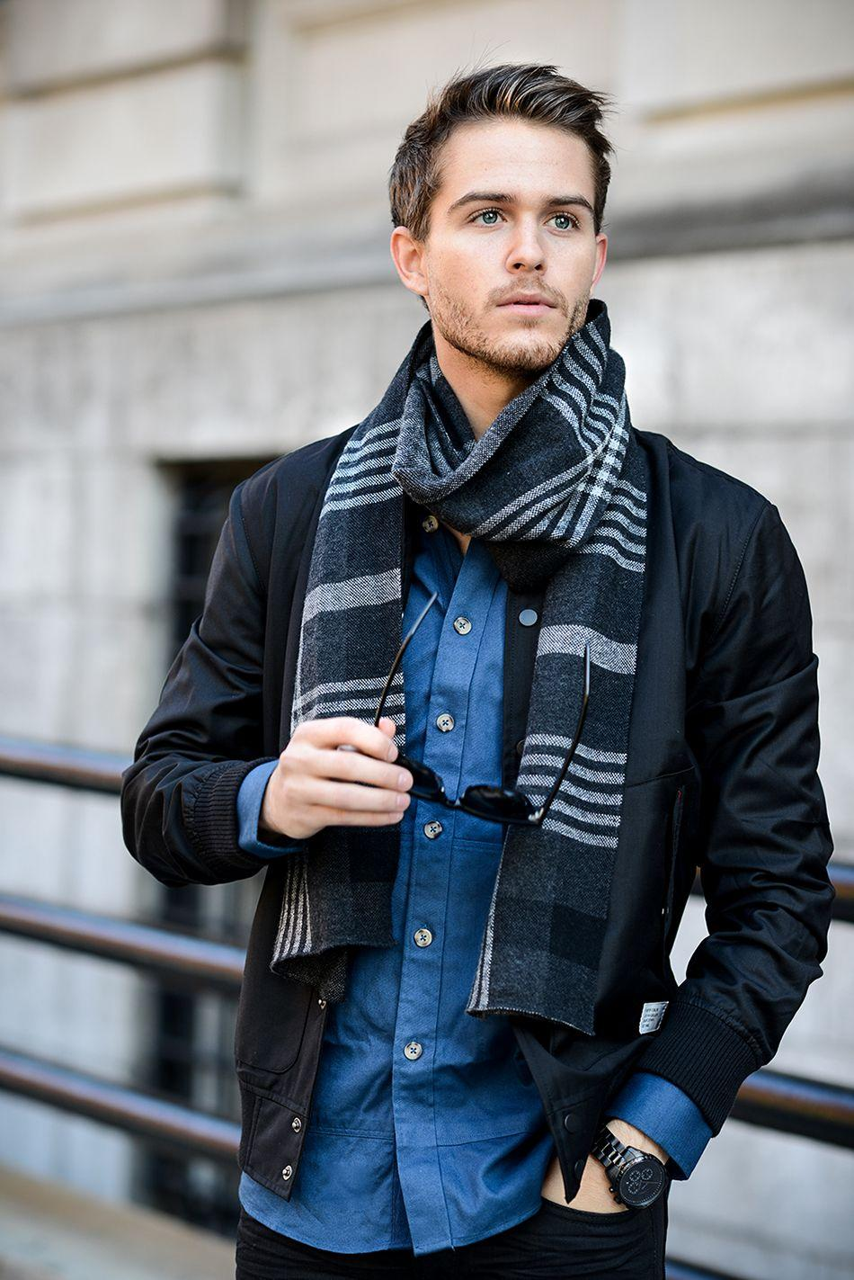 Classy grey scarf makes the casual look stunning