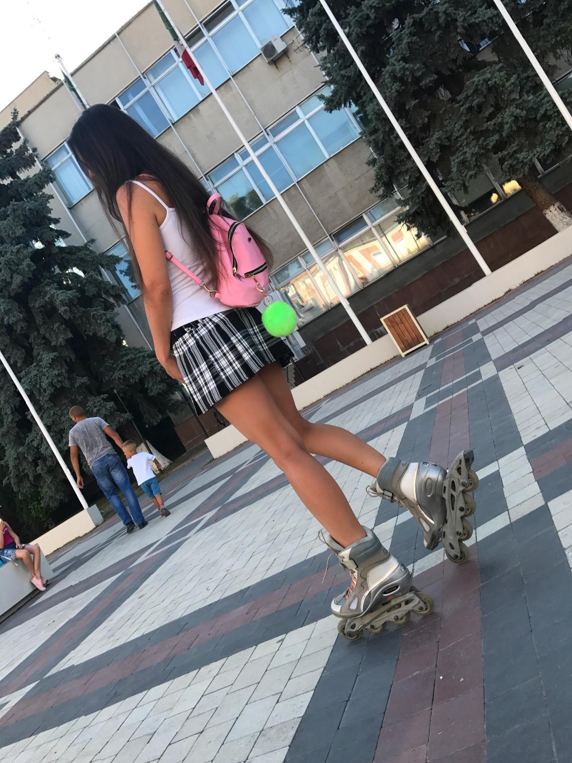 Грайливий образ школярки