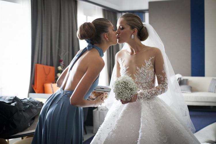 Весілля Вікторії Сваровскі у сукні, яка коштує майже мільйон доларів та важить 46 кілограм. Найкращі фотографії з цієї, посправжньому визначної, для модного світу події.