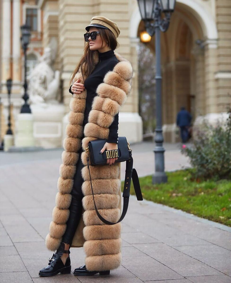 Incredible faux fur sleeveless cape for the outstanding look