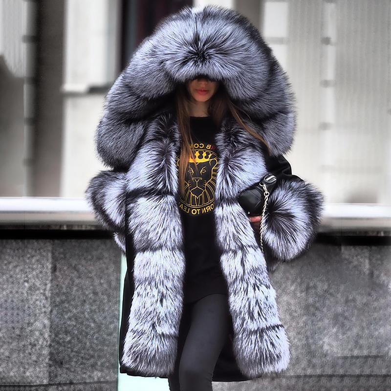 A stunning fluffy fur collar creates the whole look
