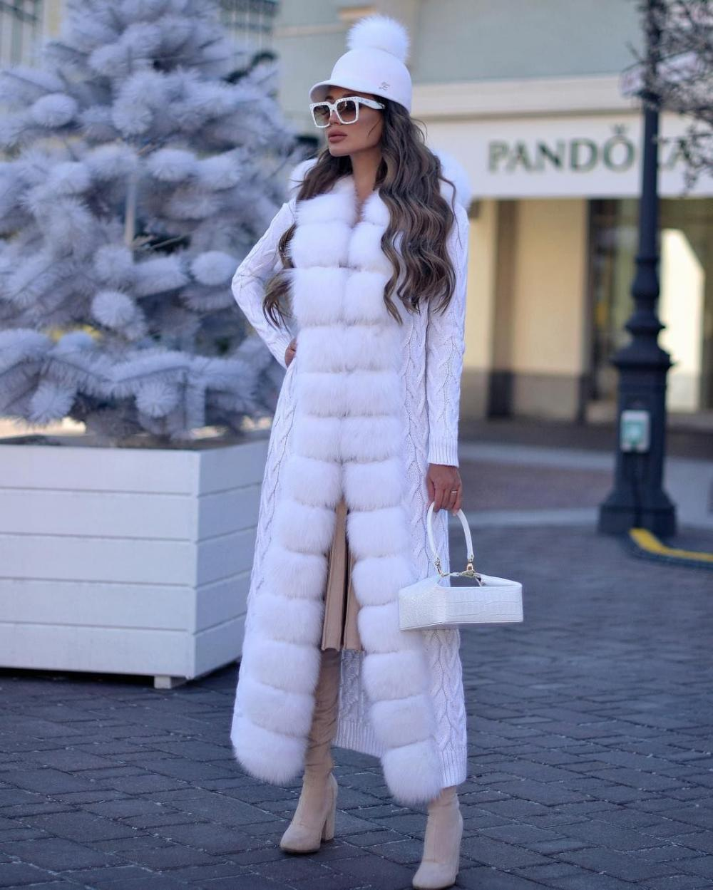 White color always wins for a fashionable winter outfit