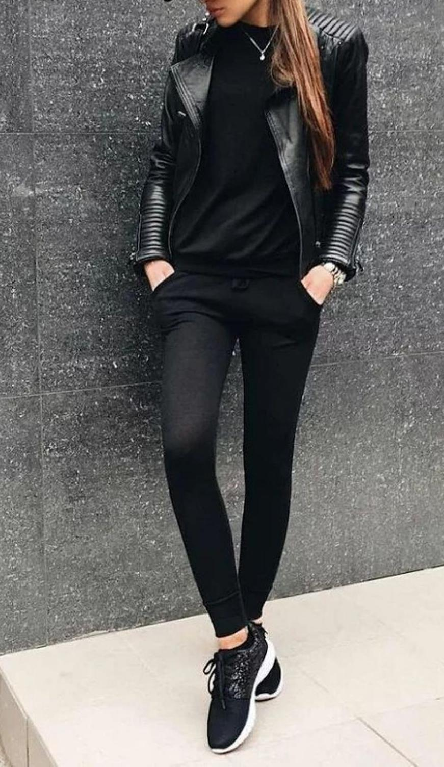 Stunning sports look with a leather jacket